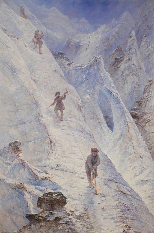 Eine schneebedeckte Bergflanke mit einer absteigenden Seilschaft
